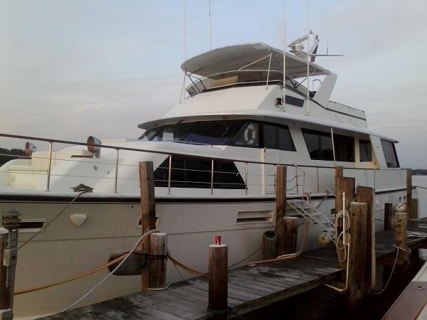 Laid Off Hatteras Motoryacht